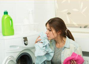 При работе стиральной машины возникает запах гари